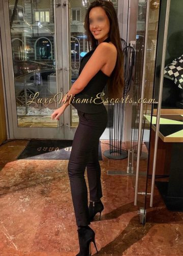 Top quality Miami brunette escort model Veronica in her sexy black pants, black top and short high heel boots